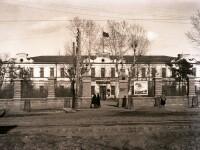 Челябинский городской совет в бывшем здании духовного училища.