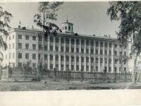 Школа  № 46, вид со стороны озера Смолино.