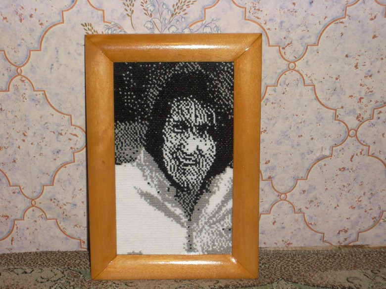 Вышивка портрета Олега Митяева